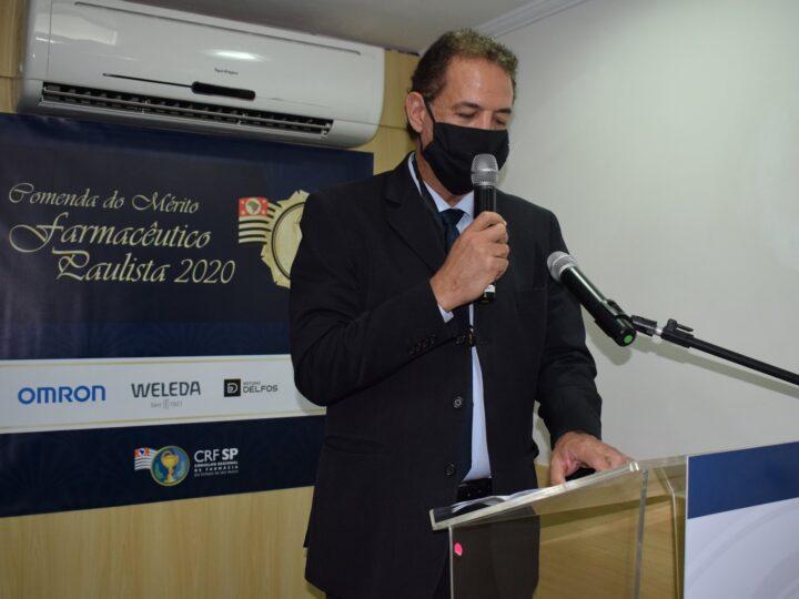 O Dr. Gustavo Alves recebeu a Comenda do Mérito Farmacêutico Paulista 2020.