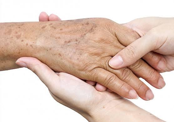 A doença de pele em idosos é maior e mais preocupante.